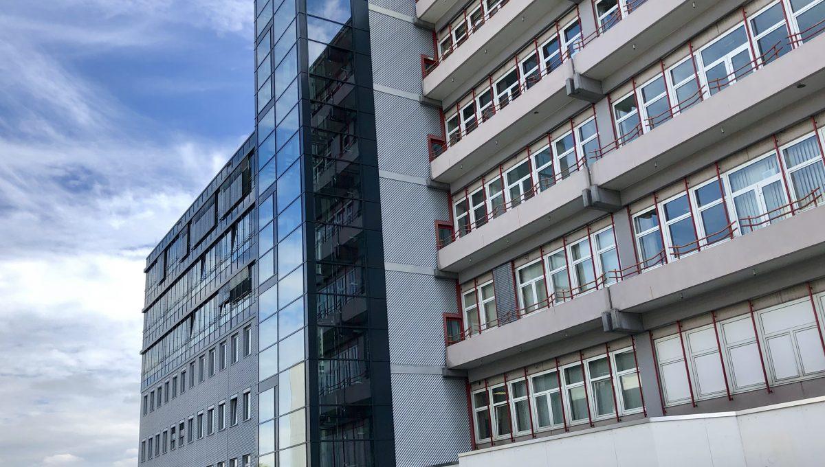 WB 11 - 11a Eingang Westseite Gebäudeansicht